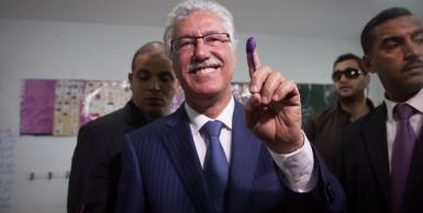 حمة الهمامي يدلي بصوته بدائرة تونس