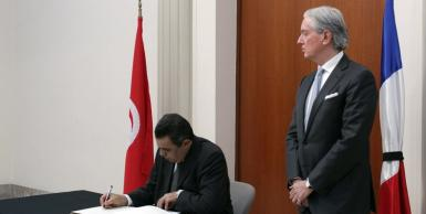 رئيس الحكومة مهدي جمعة يستهل تدوين تعازي تونس وشعبها لفرنسا.