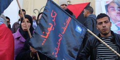 أمام المسرح البلدي : أهالي شهداء وجرحى الثورة