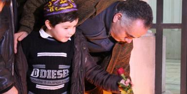 تأبين رمزي ليوهاف حطاب أمام الكنيس اليهودي
